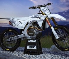 Image may contain: motorcycle and outdoor Motorcycle Types, Motorcycle Gear, Honda Dirt Bike, Dirt Biking, Cool Dirt Bikes, Mx Bikes, Dirt Bike Room, Enduro Motocross, Motorbike Design