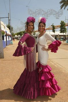 Spanish style – Mediterranean Home Decor Flamenco Costume, Flamenco Dancers, Flamenco Dresses, Spanish Dress, Spanish Style, Party Fashion, Fashion Outfits, Flamingo Dress, Fashion Vocabulary