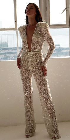Trend 27 Wedding Pantsuit & Jumpsuit Ideas ♥ We offer to consider wedding pantsuit, which are so original. These pantsuits are ceremonial and feminine. Here are some modern designs to impress you! inspo make up Trend 27 Wedding Pantsuit & Jumpsuit Ideas Vestidos Vintage, Vintage Dresses, Wedding Pantsuit, Wedding Jumpsuit, Prom Dresses, Formal Dresses, Wedding Dresses, Wedding Outfits, Outfits For Weddings
