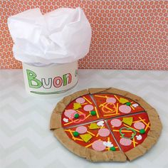 Italiaanse pizza Restaurant Themes, Pizza Restaurant, Camping Crafts For Kids, Diy For Kids, Art N Craft, Craft Stick Crafts, Surprise Pizza, Pizza Craft, Farm Animal Crafts