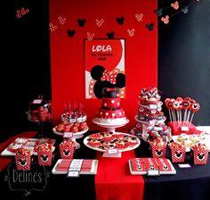 Minnie para el primer año de Lola... Rojo y negro y con lunares.