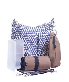 Pojemna torba dla Mamy na wszystkie akcesoria to podstawa udanego spaceru. Mata do przewijania, pojemnik na chusteczki oraz duuużo przegródek i kieszonek- to jest to czego potrzebujemy!!! Producent: OiOi