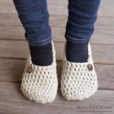 Felt Shoes, Baby Shoes, Diy Embroidery Thread, Free Crochet, Knit Crochet, Knitting Patterns, Crochet Patterns, Slipper Boots, Boot Cuffs