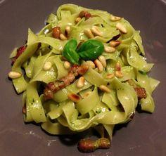 Tagliatelle mit Speck und Pesto