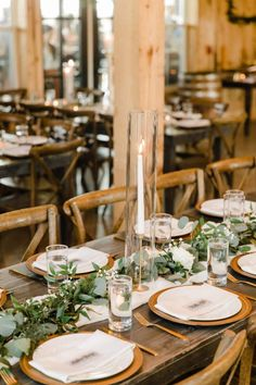 Beautiful Nashville Wedding with Warm & Rustic Decor - Perfete - Andrew Morton Photography Wedding Table Settings, Place Settings, Wedding Decorations, Wedding Ideas, Table Decorations, Rustic Wood, Rustic Decor, Long Tables, Greenery Wreath