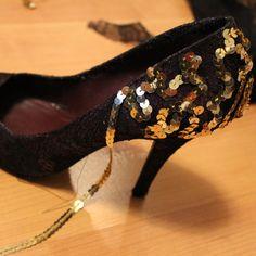 26 ways to pimp your pumps. 26 ways to pimp your pumps. Sequin Shoes, Bling Shoes, Diy Fashion, Fashion Shoes, Shoe Makeover, Shoe Refashion, Shoe Boots, Shoes Heels, Shoes Sneakers