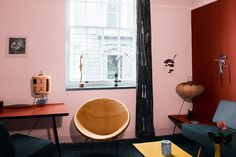Clever design ideas for making small living rooms appear much, much bigger. See all our small living room pictures on HOUSE - design, food and travel by House & Garden. Small Living Room Design, Small Living Rooms, Living Room Modern, Home Living Room, Living Room Designs, Living Room Decor, Dorm Room Designs, Bohemian Living Rooms, Shabby