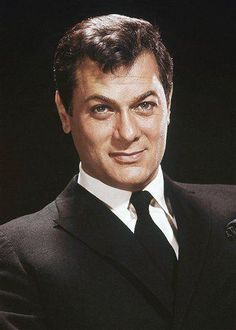 Hollywood Icons, Hollywood Actor, Golden Age Of Hollywood, Hollywood Stars, Classic Hollywood, Old Hollywood, Tony Curtis, Lee Curtis, Classic Movie Stars