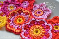 Zomerse bloemetjes slinge/ Summery floral garland - Pictures only, I love these colours.