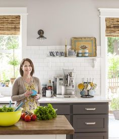 Melissa Michaels The Inspired Room in Better Homes & Gardens November 2014 issue. Diy a tray like one on shelf Kitchen Flooring, Kitchen Dining, Room Kitchen, Decorating Small Spaces, Furniture Arrangement, Better Homes And Gardens, Beautiful Kitchens, Home Decor Inspiration, Home Projects