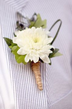 white wedding flower boutonniere, groom boutonniere, groom flowers, add pic source on comment and we will update it. http://www.myfloweraffair.com can create this beautiful wedding flower look.