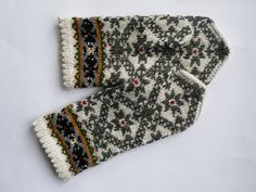 High quality hand knitted warm wool mittens , gloves patterned White, Grey flowers