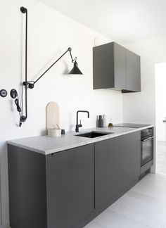 60 Awesome Scandinavian Kitchen Decor and Design Ideas - InsideDecor Scandinavian Kitchen Renovation, Interior Design Kitchen, Modern Interior Design, Kitchen Designs, Rustic Kitchen, Kitchen Decor, Kitchen Ideas, Kitchen Modern, Nordic Kitchen