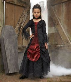 gothic vampira girls costume - Straight from the mausoleum, she'll haunt the neighborhood in search of sweets. Vampire Costumes, Halloween Vampire, Halloween 2013, Halloween Costumes For Girls, Girl Costumes, Costume Ideas, Chasing Fireflies, Gothic Vampire, Spooky Scary