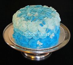 Loved this effect! Pretty piped rosettes on a Hummingbird cake :) Hummingbird Cake, Novelty Cakes, Blue Ombre, Rosettes, Wedding Cakes, Baking, Pretty, Desserts, Food