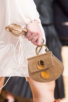 Down-sized and pared-down bags for spring Inspiration Franck Provost Latest Handbags, Small Handbags, Fashion Handbags, Purses And Handbags, Fashion Bags, Paris Fashion, Leather Accessories, Fashion Accessories, Franck Provost