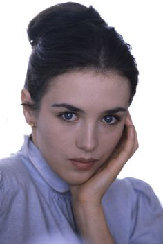 One of the Most Acclaimed French Actresses of All Time: 30 Stunning Photos of Young Isabelle Adjani in the ~ vintage everyday Isabelle Adjani, Camille Claudel, Beautiful Celebrities, Beautiful Actresses, Beautiful Women, Pull Marine, Best Actress Award, Hollywood, French Beauty