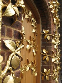 Hampton Court Palace - Golden-leafed gates at the entrance