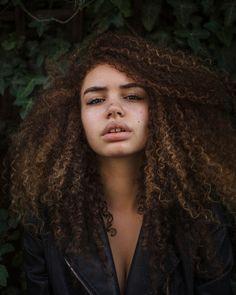 Cheveux bouclés naturels
