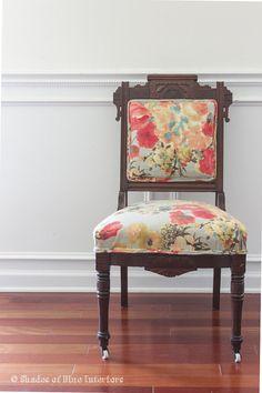 Modern Floral Upholstered Antique Eastlake por ShadesOfBlueShop