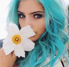girl with teal hair Turquoise Hair, Teal Hair, Violet Hair, White Hair, Love Hair, Gorgeous Hair, Light Blue Hair, Cute Hair Colors, Coloured Hair