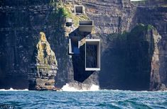 90 Breathtaking Cliff House Architecture Design and Concept - Wohnen - Architecture Artists, Modern Architecture Design, Amazing Architecture, Landscape Architecture, Interior Architecture, Architecture Exam, Concept Architecture, Parasitic Architecture, Cliff House