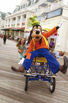 www.becketttravel.com Goofy at Disney's BoardWalk