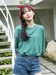 Jiheon Fromis_9 Kpop Girl Groups, Korean Girl Groups, Kpop Girls, Cute Asian Fashion, Korean Fashion, Korean Bangs Hairstyle, Cute Girls, Cool Girl, Ulzzang Korean Girl