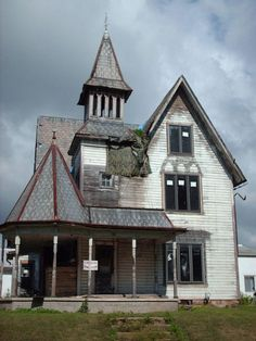 Old Abandoned Victorian home...this could be so gorgeous with a little help
