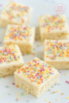 Confetti cake from a tray Baking makes you happy- Konfetti-Kuchen vom Blech Raspberry Smoothie, Apple Smoothies, Cupcakes, Funfetti Kuchen, Soda Cake, Carnival Food, Lime Cake, Salty Cake, Savoury Cake