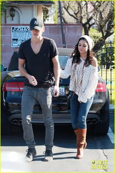 couple style. love her outfit!