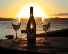vino sunsets and wine = perfection Conservation, Wine Tasting Near Me, Wine Coolers Drinks, Sangria Wine, Drink Wine, Sonoma Wineries, Spanish Wine, Wine O Clock, Wine Online