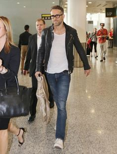 Ryan Reynolds at the Toronto Airport September 2015 | POPSUGAR Celebrity