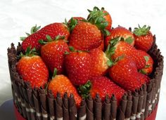 http://przepisynatruskawki.wordpress.com/2014/04/30/przepisy-z-truskawkami/tak przygotowaną cała seria migiem wkłada się do piekarnika, ażeby nie straciła puszystości. Truskawki wspaniale sprawdzają się oraz w wykwintnym tortach - do głębi przełamują poczucie piękna alkoholu użytego do nasączania a nadają lekkości oraz nutki słodyczy. Szanujmy zebranie  ten nadprzyrodzony mowa ojczysta owoc, który aktualnie niezadługo będzie mógł pojawić się na naszy