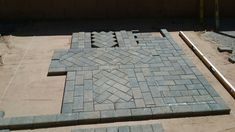 Laying out the Center piece Paving Ideas, Brick Paving, Sidewalk, Diy Projects, Layout, Landscape, Banquet, Porch, Rug