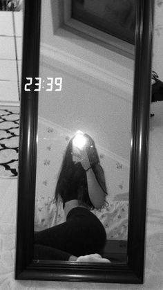 Snapchat Girls, Snapchat Picture, Tumblr Photography, Girl Photography Poses, Cool Girl Pictures, Girl Photos, Mode Poster, Mädchen In Bikinis, Shotting Photo