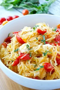 Gluten-free and void of carbs, spaghetti squash is the best compromise between healthy and delicious comfort food. Try one of these best spaghetti squash recipes for a healthy dinner that will be so satisfying too. Tasty Spaghetti Squash, Best Spaghetti Squash Recipes, Courge Spaghetti, Pasta Dishes, Healthy Recipes, Healthy Meals, Healthy Eating, Vegetarian Recipes, Dinner Healthy
