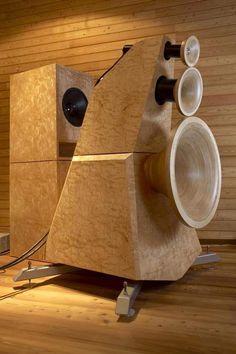 GoodSoundClub - Romy the Cat's Audio Site - German Odeon horns.