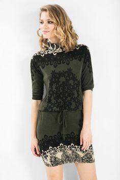 Vestido de malha com gola alta Desigual. Descobre a coleção outono/inverno 2015!