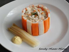 A simple entry, quick to make and which will have its small effect ^^ Everyone has already eaten macedonia and sticks of surimi, but everything is in the presentation ! For 4 people: 1 thirty surimi sticks (the little ones ^^) – 1 … Salad Recipes Healthy Lunch, Whole30 Fish Recipes, Easy Fish Recipes, Chicken Salad Recipes, Easy Dinner Recipes, Asian Recipes, Healthy Dinner Recipes, Paleo Recipes, Easy Meals