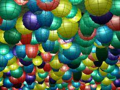 Najnowsze trendy dekoracyjne - wykonane z papieru? Proszę bardzo: http://www.slubmisja.pl/nowy-trend-papierowe-dekoracje/