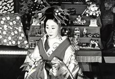 dayuu in front of tiered doll stand in mid of the Meiji period