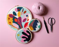 During this workshop you will learn the punch needle technique – a very easy and rewarding craft that will surely get you addicted! Arte Punch, Punch Art, Embroidery Art, Embroidery Patterns, Print Patterns, Do It Yourself Inspiration, Punch Needle Patterns, Art Textile, Crafty Craft
