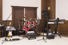 Homes that have dedicated music practice rooms are great at maximizing your musical creativity. View the examples of home music studio ideas in this gallery Bored In Class, Rehearsal Room, Stationary Box, Things To Do When Bored, Home Studio Music, Under The Table, Class Decoration, Home Jobs, Other Rooms