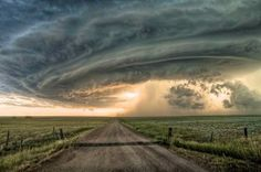 Photographer Captures Amazing Apocalyptic Skies During Extreme Weather - DesignTAXI.com