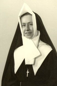 Sister Marcelle Corneille on August the day of her religious profession Nun Outfit, Catholic Orders, Nuns Habits, Corporate Women, Sisters Of Mercy, Bride Of Christ, Book Of Hours, Roman Catholic, Fashion History