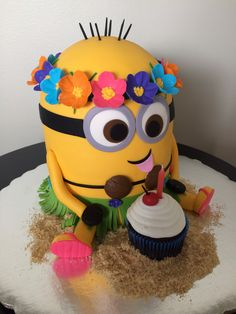 Preciosa tarta para celebración de cumpleaños Minions