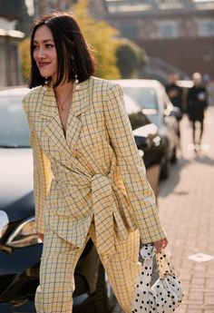 Street Style London 163888873926285355 - The Coolest Bags at Milan Fashion Week Source by sarahdiouf Mode Outfits, Fashion Outfits, Womens Fashion, Fashion Tips, Fashion Trends, Casual Outfits, Street Style Trends, Milan Fashion Weeks, New York Fashion
