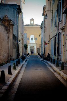 Aix-en-Provence,  http://www.flickr.com/photos/photopholi/5545269510/in/pool-provence-france/