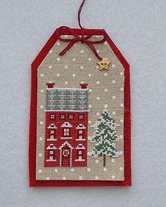 Cross Stitch House, Xmas Cross Stitch, Cross Stitch Christmas Ornaments, Cross Stitch Fabric, Christmas Embroidery, Christmas Gift Tags, Xmas Ornaments, Christmas Cross, Cross Stitching